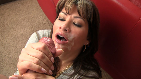 Chicas Place Cumshot